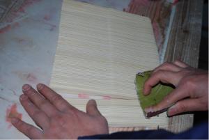 骨の縦部分の最終紙やすり加工